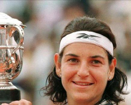 Primeras Mujeres en el deporte 26 Mujeres en el deporte, nuestros inicios y logros.