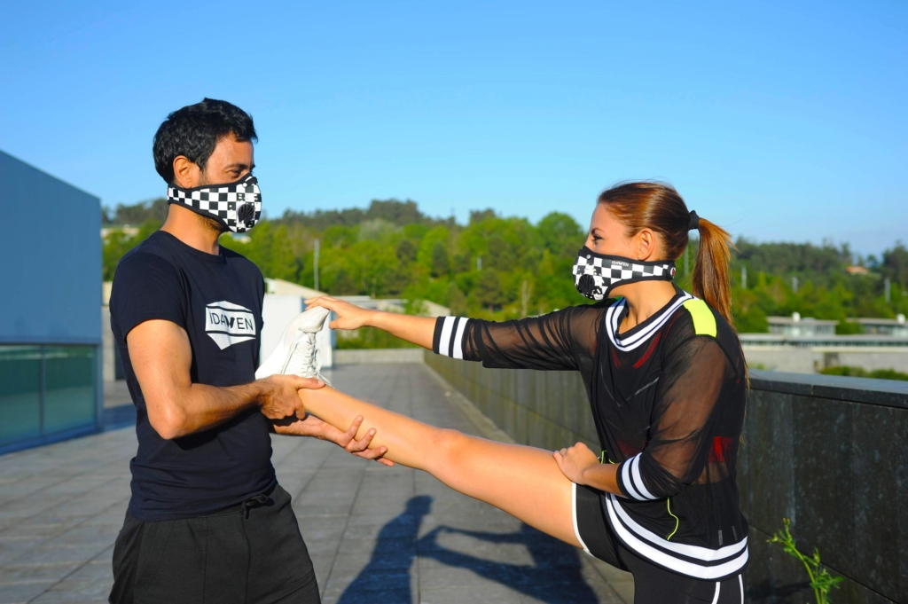 idawen mascara deportiva mujer hombre rubber chess entrenamiento 3 1024x681 5 errores que cometes con la mascarilla y que pueden ponerte en peligro