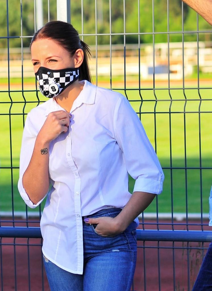 sara mascarilla mujer casual clip personalizado rubber chess 3 746x1024 5 errores que cometes con la mascarilla y que pueden ponerte en peligro