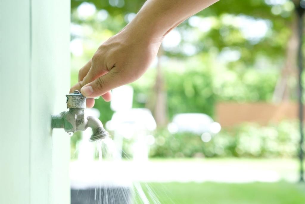 AHORRO AGUA 1024x683 6 cosas sencillas que tú puedes hacer para salvar el medio ambiente